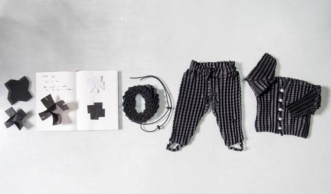 Loại quần áo đặc biệt có thể lớn theo sự phát triển của trẻ em - Ảnh 4.