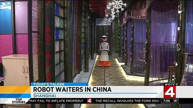 Khi giới trẻ Trung Quốc không muốn làm phục vụ bàn, các cửa hàng đành nhờ cậy vào robot - Ảnh 4.