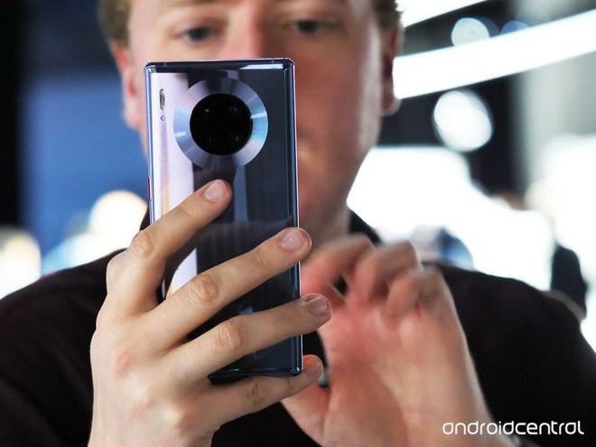 Cận cảnh Huawei Mate 30 Pro: Thiết kế hoàn toàn mới, màn hình siêu cong cuốn hút, nhưng vẫn có thiếu sót - Ảnh 1.