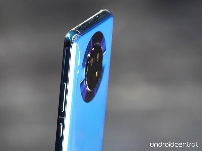 Cận cảnh Huawei Mate 30 Pro: Thiết kế hoàn toàn mới, màn hình siêu cong cuốn hút, nhưng vẫn có thiếu sót - Ảnh 3.