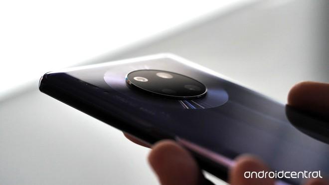 Cận cảnh Huawei Mate 30 Pro: Thiết kế hoàn toàn mới, màn hình siêu cong cuốn hút, nhưng vẫn có thiếu sót - Ảnh 5.