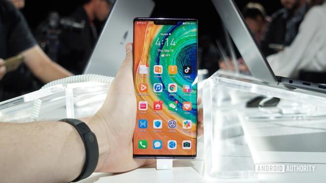 Cận cảnh Huawei Mate 30 Pro: Thiết kế hoàn toàn mới, màn hình siêu cong cuốn hút, nhưng vẫn có thiếu sót - Ảnh 10.