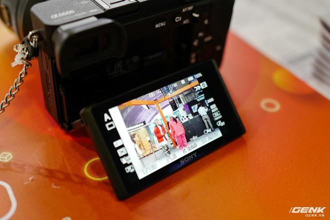 Trên tay Sony A6600: Trang bị chống rung 5 trục IBIS, xử lý tốc độ nhanh gấp 1,8 lần so với A6500, 425 + 425 điểm lấy nét theo pha và tương phản, giá bán ra khá chát - Ảnh 7.