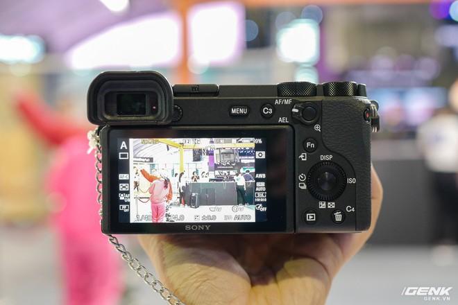 Trên tay Sony A6600: Trang bị chống rung 5 trục IBIS, xử lý tốc độ nhanh gấp 1,8 lần so với A6500, 425 + 425 điểm lấy nét theo pha và tương phản, giá bán ra khá chát - Ảnh 5.