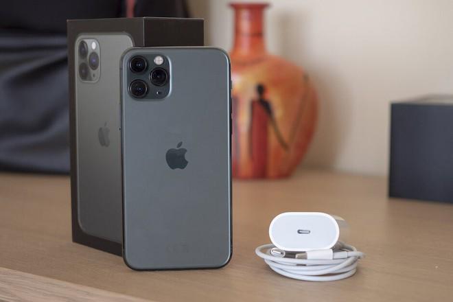 Thử nghiệm sạc nhanh trên iPhone 11 Pro: Khác biệt lớn - Ảnh 1.