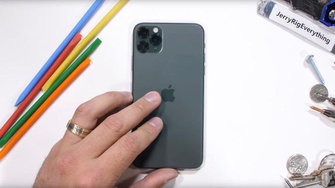 Thử nghiệm độ bền iPhone 11 Pro: Mặt lưng kính chống xước ở đẳng cấp hoàn toàn mới - Ảnh 1.