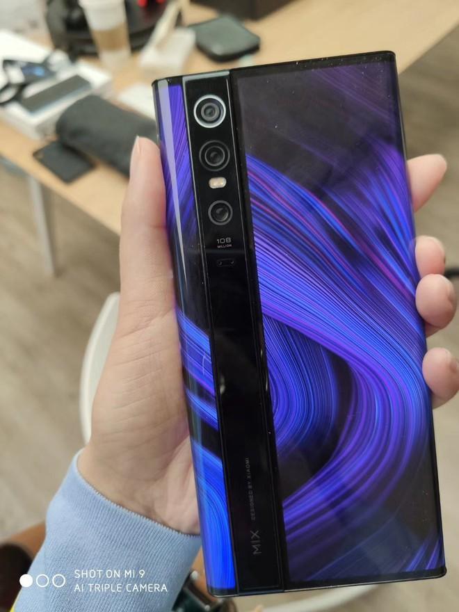 Video, ảnh thực tế đầu tiên về smartphone kỳ dị bậc nhất của Xiaomi: Mi Mix Alpha - Ảnh 4.