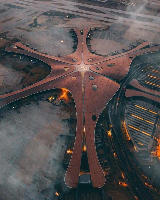 Bắc Kinh vừa khánh thành sân bay mới với ga chờ lớn nhất thế giới - Ảnh 2.