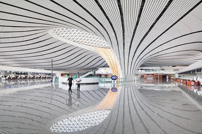 Bắc Kinh vừa khánh thành sân bay mới với ga chờ lớn nhất thế giới - Ảnh 8.