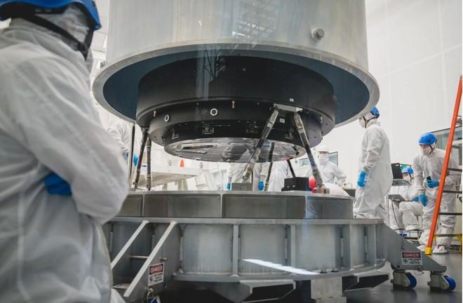 Đây là ống kính quang học lớn nhất Thế giới: Rộng 1.5m, sản xuất suốt 5 năm mới xong - Ảnh 8.