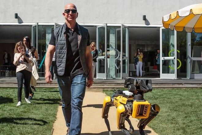 Chó robot của Boston Dynamics đã mở bán: Vác đồ nặng 14 kg, tốc độ chạy 1,6m/s, tự đứng dậy nếu bị ngã, giá bán ngang xe hơi mới - Ảnh 2.