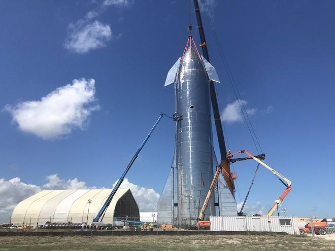 Elon Musk ra mắt hệ thống tên lửa Starship mới: mạnh gấp đôi hệ thống phóng Saturn 5 huyền thoại, khoang chứa được 100 người, có thể tự động đáp đất - Ảnh 7.