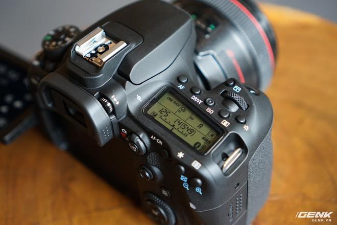 Trên tay Canon EOS 90D: Ngoại hình không thay đổi nhiều, phần cứng nâng cấp đáng kể, chưa có giá chính thức tại Việt Nam - Ảnh 6.