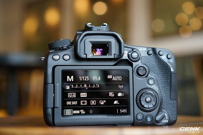 Trên tay Canon EOS 90D: Ngoại hình không thay đổi nhiều, phần cứng nâng cấp đáng kể, chưa có giá chính thức tại Việt Nam - Ảnh 4.
