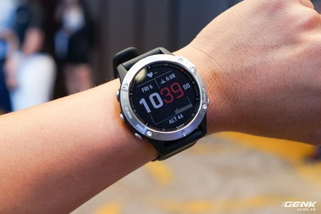 Cận cảnh Garmin Fenix 6X Pro Solar: Smartwatch đầu tiên nạp pin bằng năng lượng Mặt Trời, giá lên đến gần 29 triệu đồng cho bản cao cấp nhất - Ảnh 6.