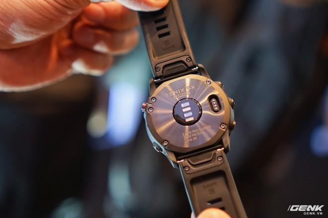 Cận cảnh Garmin Fenix 6X Pro Solar: Smartwatch đầu tiên nạp pin bằng năng lượng Mặt Trời, giá lên đến gần 29 triệu đồng cho bản cao cấp nhất - Ảnh 2.