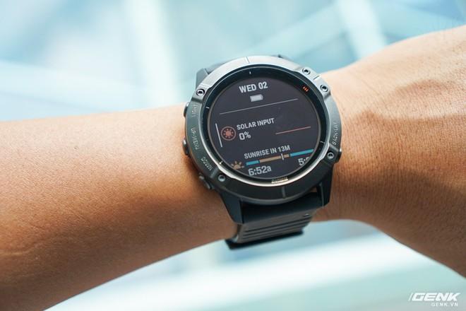 Cận cảnh Garmin Fenix 6X Pro Solar: Smartwatch đầu tiên nạp pin bằng năng lượng Mặt Trời, giá lên đến gần 29 triệu đồng cho bản cao cấp nhất - Ảnh 3.