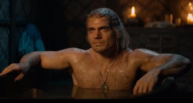 7 bí mật của witcher Henry Cavill: Mặt dày gọi liên tục cho Netflix để được casting, cứ quay phim xong là vác luôn trang phục Geralt về nhà mặc cho nó ngầu - Ảnh 9.