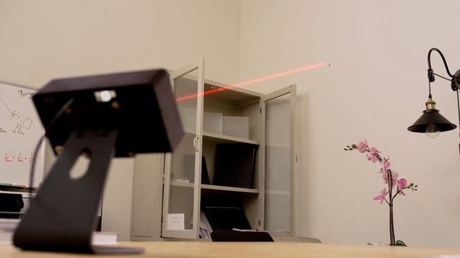 Chiếc máy lazer có khả năng quét cả căn phòng để tìm muỗi không trượt con nào - Ảnh 2.