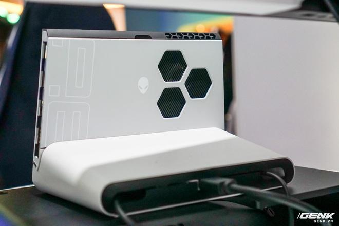 [CES 2020] Trên tay PC gaming nhỏ gọn Alienware Concept UFO: Phiên bản Nintendo Switch phóng to? - Ảnh 6.