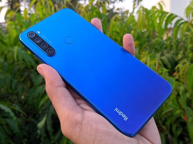 """Đây là 4 chiếc smartphone tầm trung với tông màu Classic Blue bạn có thể chọn cho năm mới thêm phần """"xanh tươi"""" - Ảnh 4."""
