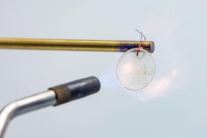 Các nhà nghiên cứu công bố loại pin lithium-ion dẻo bất tử, hứa hẹn sẽ ra mắt trong vòng 2 năm tới - Ảnh 2.