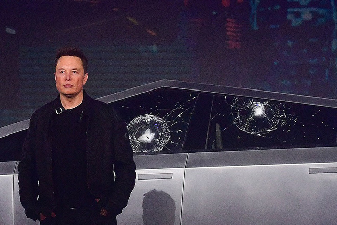 Biến bi kịch thành lợi nhuận: Tesla bán áo thun in hình cửa kính xe Cybertruck bị vỡ - Ảnh 1.