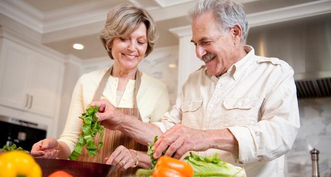 Nghiên cứu: Những người giàu đang sống lâu hơn người nghèo tới gần 10 năm - Ảnh 2.