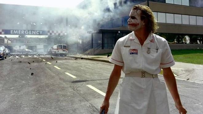Sau 4 tháng công chiếu, cuối cùng fan cũng tìm ra easter egg về gã hề Heath Ledger trong Joker 2019 - Ảnh 3.