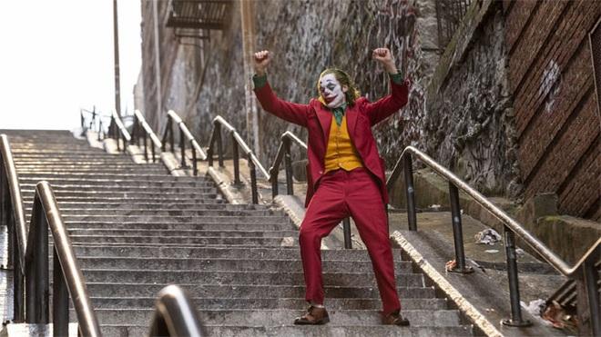 [Chùm ảnh] Đoạn cầu thang nơi Joker nhảy múa điên loạn trong phim nay đã trở thành địa điểm du lịch nổi tiếng thế giới - Ảnh 1.