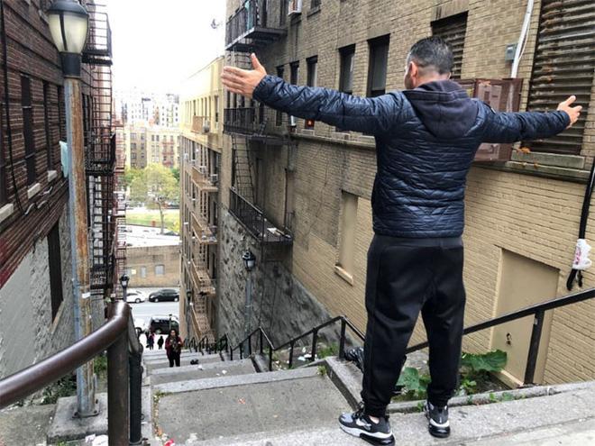 [Chùm ảnh] Đoạn cầu thang nơi Joker nhảy múa điên loạn trong phim nay đã trở thành địa điểm du lịch nổi tiếng thế giới - Ảnh 10.