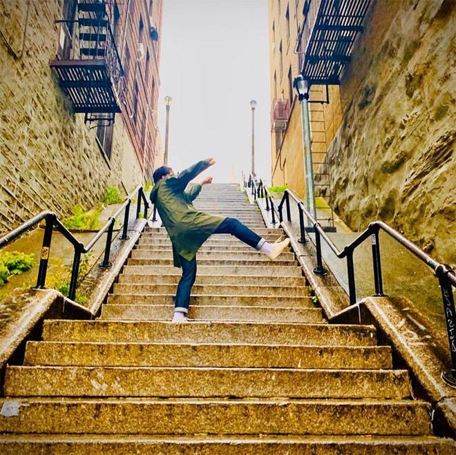 [Chùm ảnh] Đoạn cầu thang nơi Joker nhảy múa điên loạn trong phim nay đã trở thành địa điểm du lịch nổi tiếng thế giới - Ảnh 11.