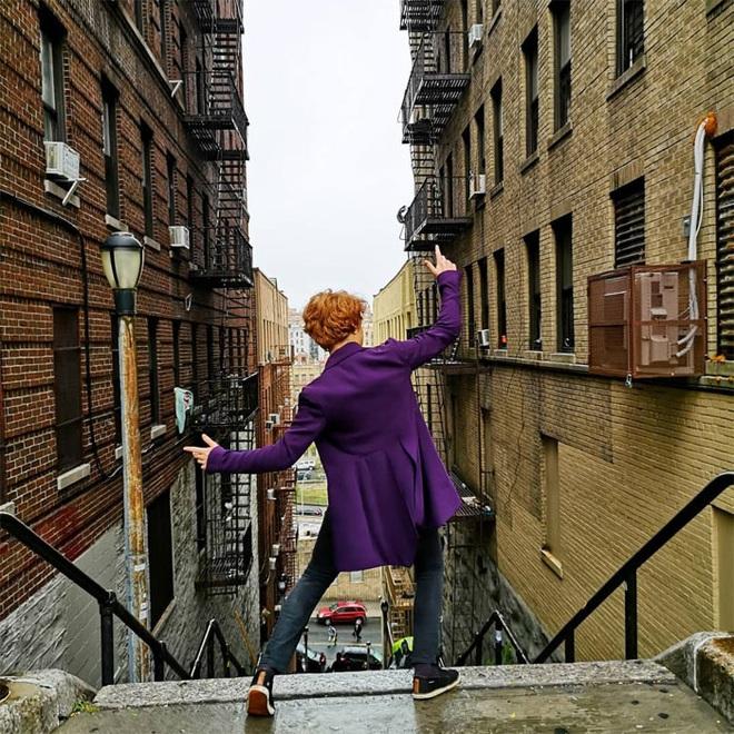 [Chùm ảnh] Đoạn cầu thang nơi Joker nhảy múa điên loạn trong phim nay đã trở thành địa điểm du lịch nổi tiếng thế giới - Ảnh 13.