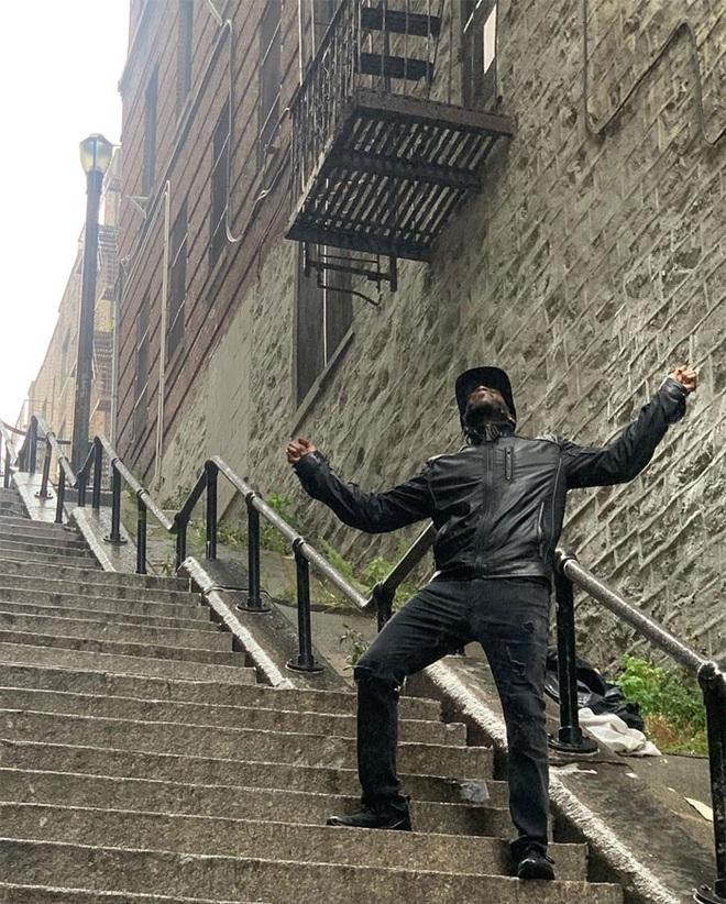 [Chùm ảnh] Đoạn cầu thang nơi Joker nhảy múa điên loạn trong phim nay đã trở thành địa điểm du lịch nổi tiếng thế giới - Ảnh 14.