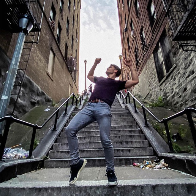 [Chùm ảnh] Đoạn cầu thang nơi Joker nhảy múa điên loạn trong phim nay đã trở thành địa điểm du lịch nổi tiếng thế giới - Ảnh 16.