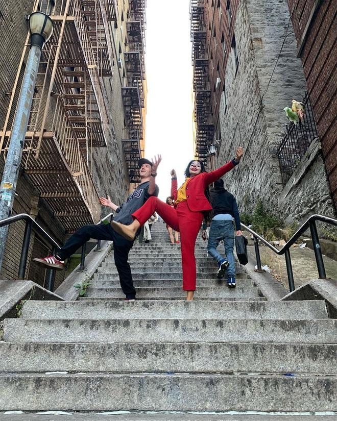 [Chùm ảnh] Đoạn cầu thang nơi Joker nhảy múa điên loạn trong phim nay đã trở thành địa điểm du lịch nổi tiếng thế giới - Ảnh 6.