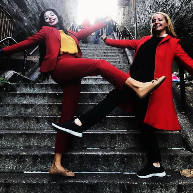[Chùm ảnh] Đoạn cầu thang nơi Joker nhảy múa điên loạn trong phim nay đã trở thành địa điểm du lịch nổi tiếng thế giới - Ảnh 8.