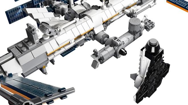 Đây là bộ Lego Trạm vũ trụ quốc tế: dù rất chi tiết nhưng cũng mong manh dễ vỡ chẳng khác gì hàng thật - Ảnh 3.