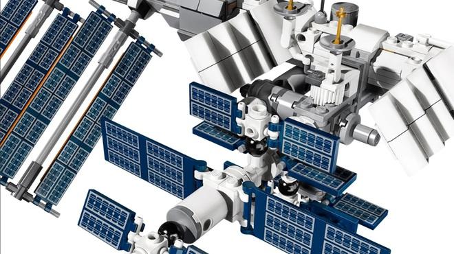 Đây là bộ Lego Trạm vũ trụ quốc tế: dù rất chi tiết nhưng cũng mong manh dễ vỡ chẳng khác gì hàng thật - Ảnh 4.