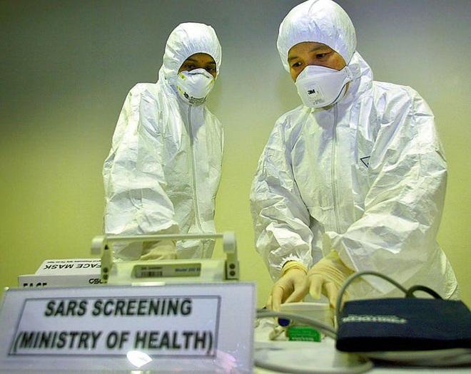 Không thể so sánh virus corona mới ngang với SARS: Đây là những điểm khác nhau cơ bản giữa hai dịch bệnh - Ảnh 7.