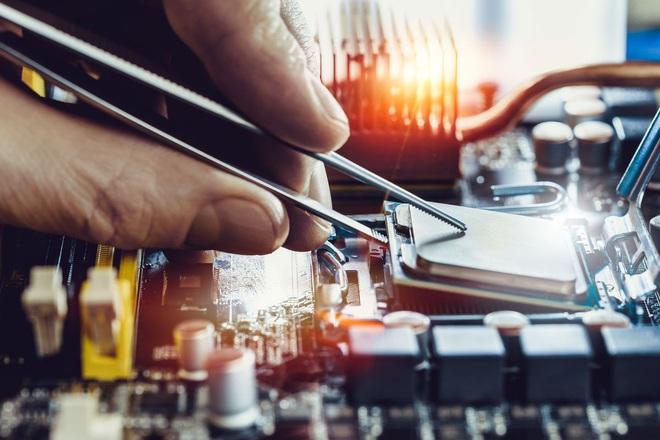 5 sai lầm sửa máy tính ngớ ngẩn mà vẫn có người tin sái cổ: Buộc pin vào dây cáp để tăng tốc độ Internet, hồi sinh ổ cứng bằng cách bỏ vào tủ lạnh - Ảnh 1.