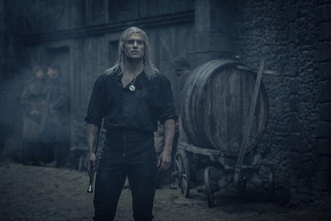 Hé lộ mức lương của Henry Cavill trong The Witcher: Không thua kém dàn diễn viên Game of Thrones, nhưng cũng chưa thực sự cao lắm - Ảnh 1.