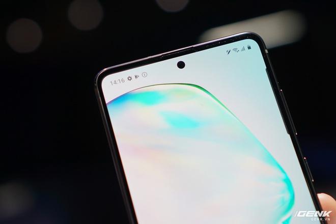 [CES 2020] Trên tay Galaxy S10 Lite và Galaxy Note 10 Lite: Hai thiết bị vô cùng kỳ quặc từ Samsung - Ảnh 3.