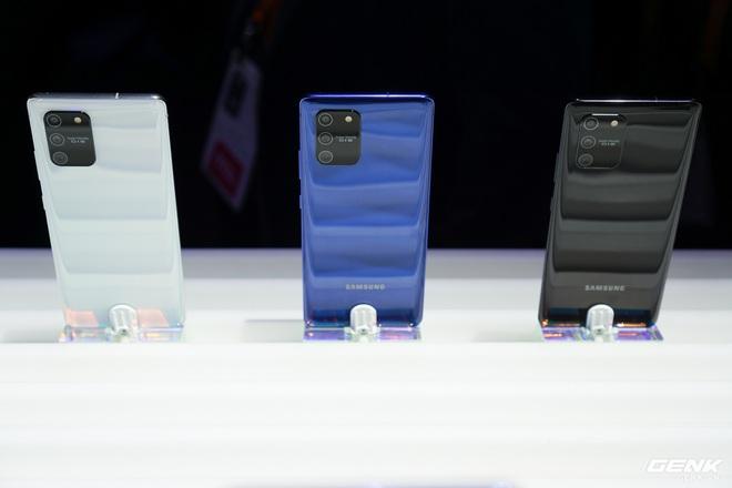 [CES 2020] Trên tay Galaxy S10 Lite và Galaxy Note 10 Lite: Hai thiết bị vô cùng kỳ quặc từ Samsung - Ảnh 1.