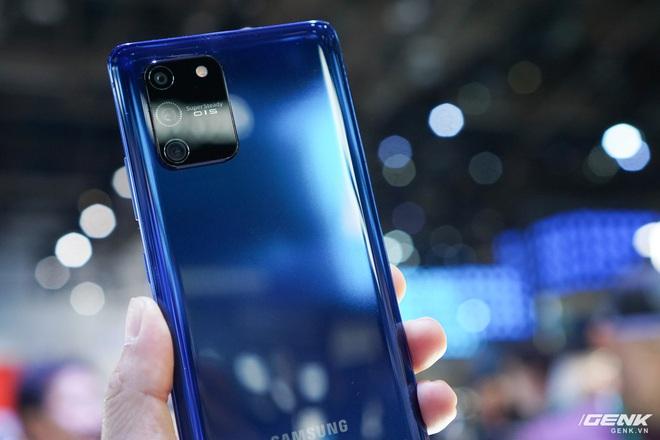 [CES 2020] Trên tay Galaxy S10 Lite và Galaxy Note 10 Lite: Hai thiết bị vô cùng kỳ quặc từ Samsung - Ảnh 7.