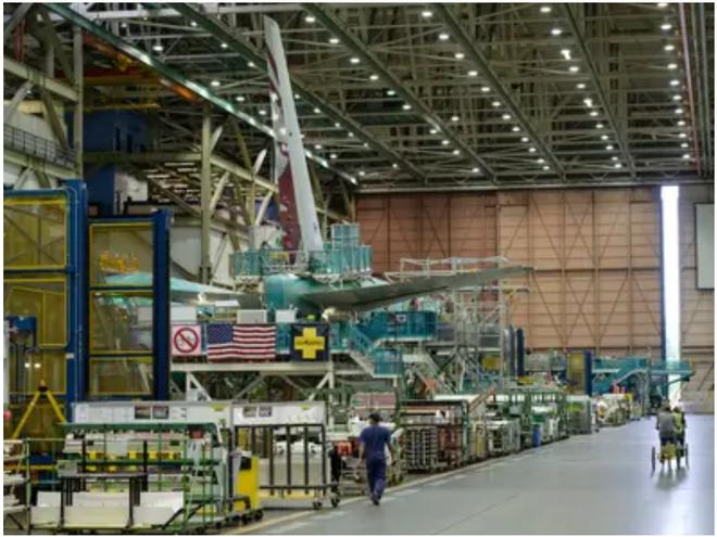 777X: flagship khổng lồ mới của Boeing vừa thực hiện thành công chuyến bay đầu tiên - Ảnh 4.
