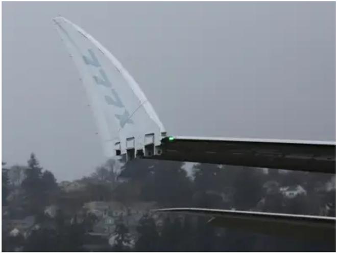 777X: flagship khổng lồ mới của Boeing vừa thực hiện thành công chuyến bay đầu tiên - Ảnh 8.