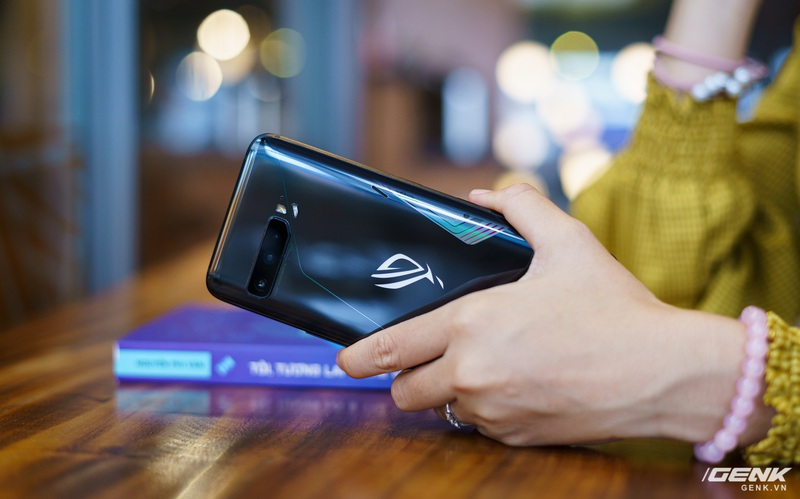 """Đánh giá ASUS ROG Phone 3: chiếc smartphone đa nhân cách lúc """"xịn"""" lúc """"xịt"""""""