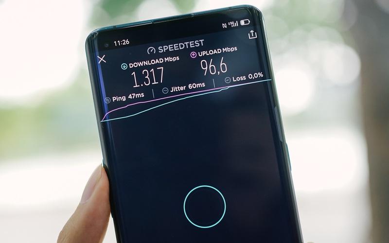 VinaPhone phát sóng 5G tại phố đi bộ Hoàn Kiếm: Tốc độ tối đa đạt 1.3Gbps, tải PUBG Mobile chỉ mất 30 giây
