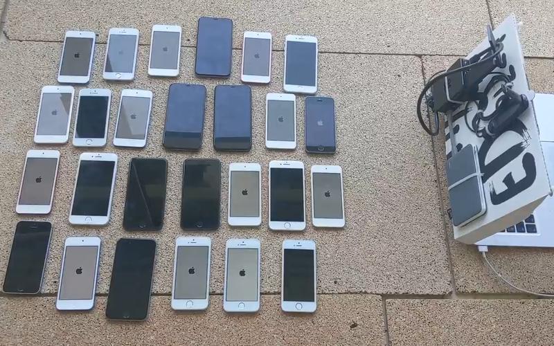 """Đây là cách hacker hàng đầu thế giới """"đánh sập"""" 26 chiếc iPhone trong một nốt nhạc chỉ với số thiết bị có tổng giá trị 100 USD"""